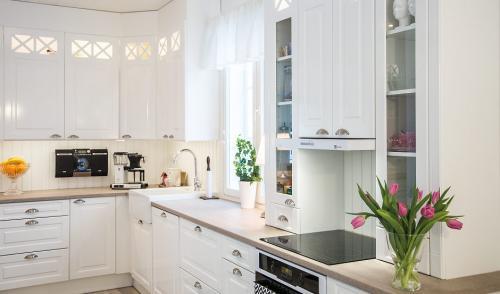 keittio-fondo-rondo-kiiltava-puhdas-valkoinen-1